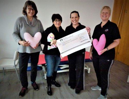 Spende von 500 Euro für Herzkissenaktion des Brustzentrums am Klinikum Kulmbach